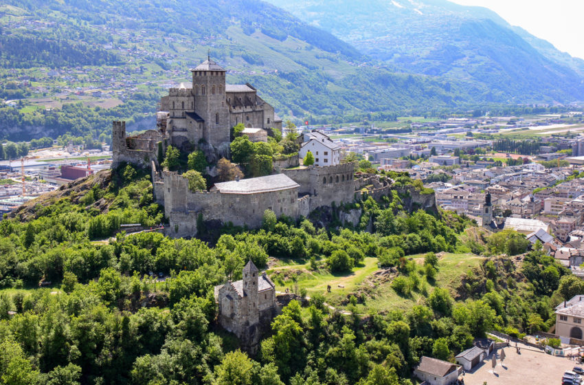 6 Castles that you can actually buy